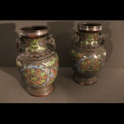 Paire de vases chinois cloisonnée