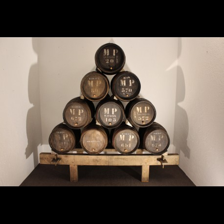 Pyramide de futs de vin